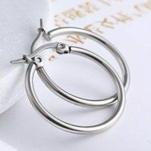 Jewelry - NWOT 20mm Silver Small Hoop Earrings
